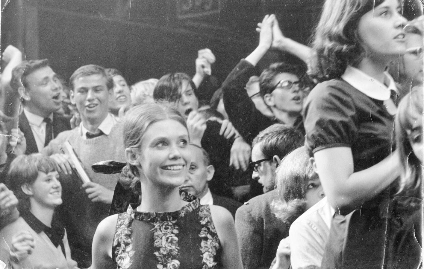 Op de eerste rij bij The Beatles in Blokker, op 6 juni 1964, gespot door een fotograaf van De Telegraaf.