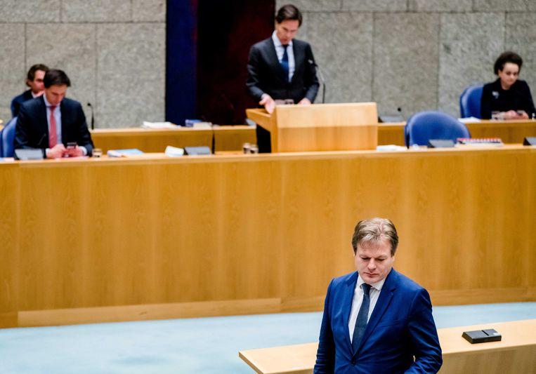 Demissionair minister-president Mark Rutte en Pieter Omtzigt (CDA) tijdens een debat over het aftreden van het kabinet naar aanleiding van de toeslagenaffaire.  Beeld ANP
