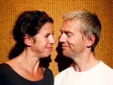 Isa Hoes herdenkt sterfdag Antonie en GTST-ster zeept kind in