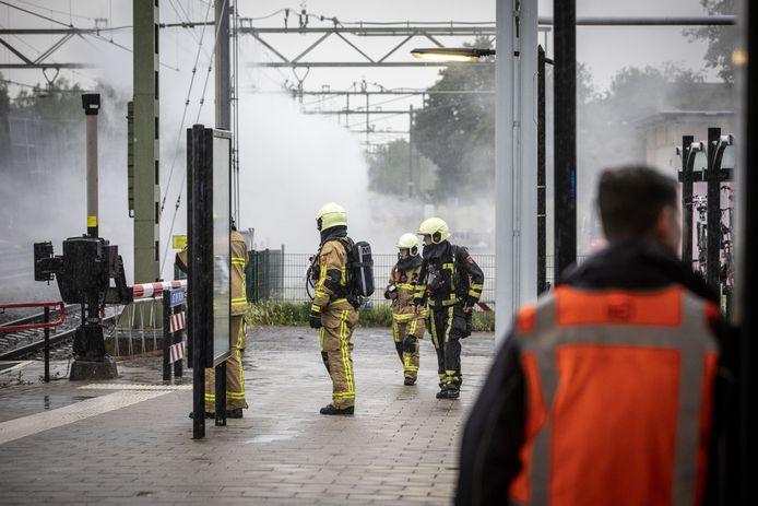 Bij het treinstation van Oldenzaal is brand ontstaan in een transformator.