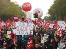 """Des milliers de personnes à Paris pour la """"révolution fiscale"""""""