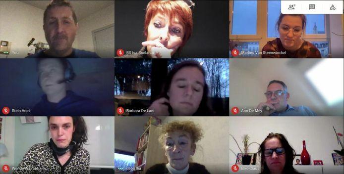 Virtuele leraarskamer: van links naar rechts en van boven naar onder: Marc Coppens (journalist), Isa (zorgjuf), Marlies (5de en 6de leerjaar), Stein (6de leerjaar), Barbara (eerste tot vierde middelbaar), Wim (deeltijds beroepsonderwijs), Wendy (2de kleuterklas), Ann (6de leerjaar), Elke (zorgjuf).