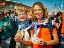 Tranen bij moeder Van Vleuten, broertje Kimmann gaat compleet uit zijn dak bij zien gouden race