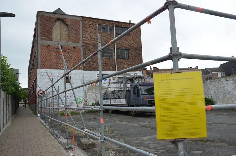 Vzw Safa Dender wil dit pand tussen de Sportstraat en de Stationsstraat omvormen tot een gemeenschapscentrum. De bekendmaking van de weigering van de vergunning hangt al uit.