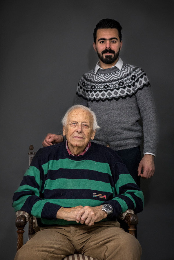 Pieter en Dahham, geportretteerd voor het project 'Vertel me alles' van fotografe Negin Zendegani