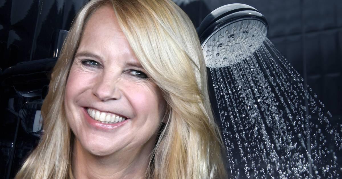 Linda de Mol beperkt douchen tot maximaal één minuut