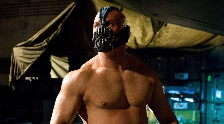 Tom Hardy in The Dark Knight Rises van Christopher Nolan Beeld