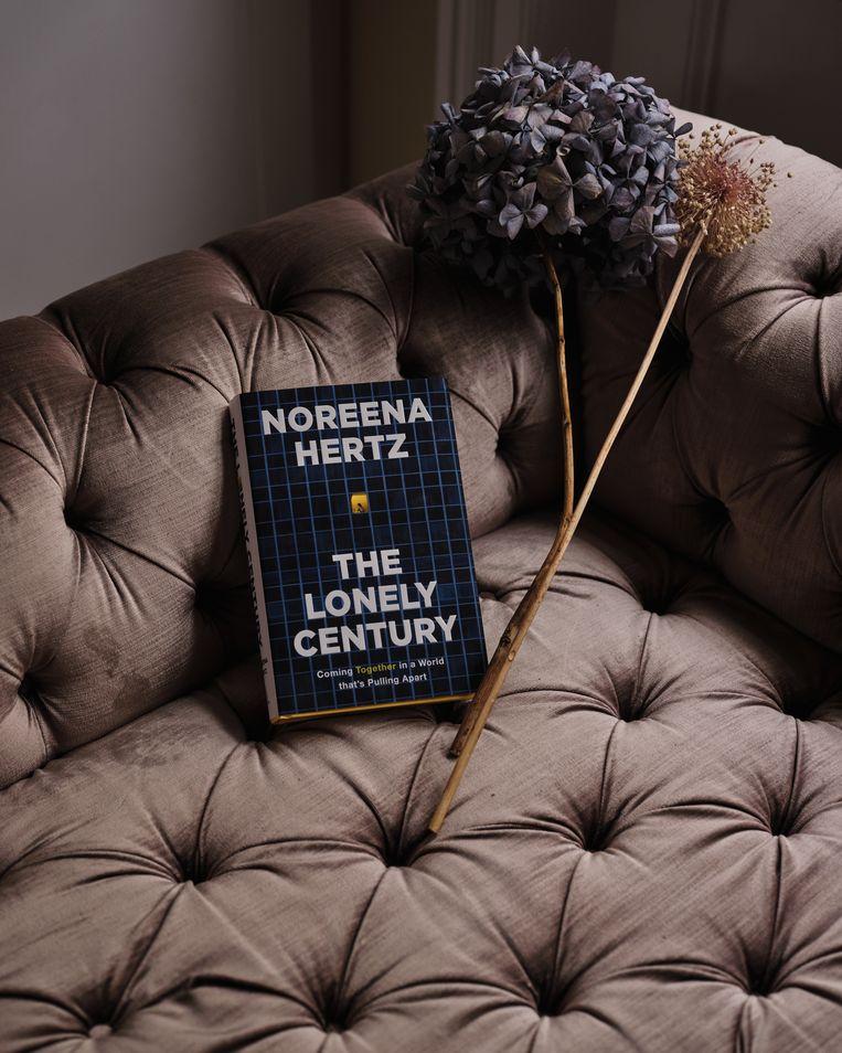 Noreena Hertz: 'Ik betwijfel of het wel verstandig is om thuiswerk definitief in te voeren. het werkt vereenzaming in de hand.' Beeld PASCAL VOSSEN