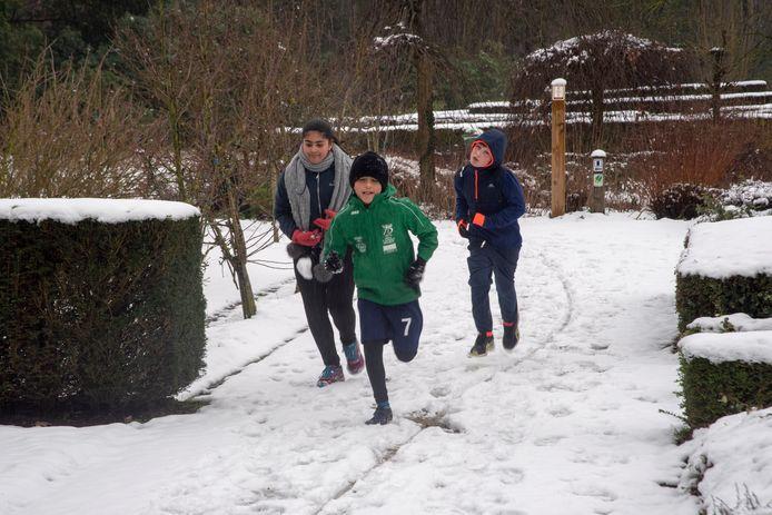 Looptraining in de sneeuw van Vlierzele Sportief in Provinciaal Domein Den Blakken in Wetteren.