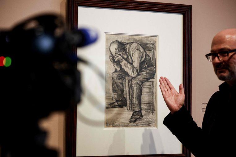 De voorstudie voor 'Worn Out' (1882), 50 bij 30 centimeter groot, toont een man op een stoel met zijn hoofd tussen zijn handen. Beeld AFP