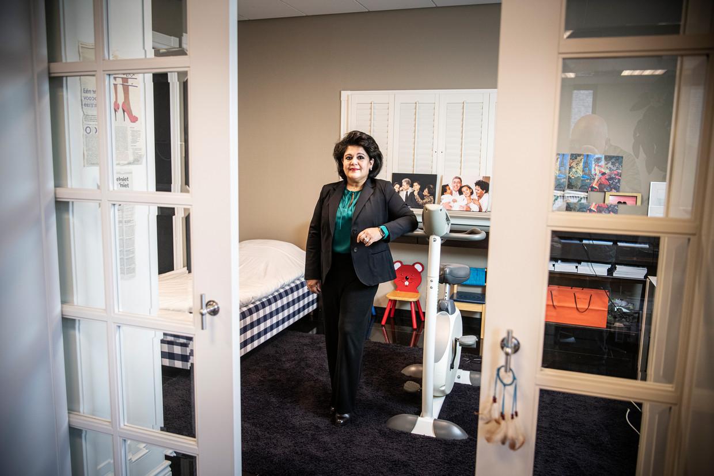 Sharita Horyon: 'Corona is net asbest. Je ziet het niet, maar het kan je vanbinnen doodziek maken'.