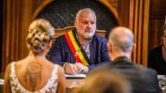 Eerste huwelijk burgemeester Dedecker is dat van vriend, partijgenoot en raadslid