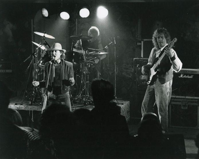Optreden van een band in jongerencentrum De Bonkelaar in 1987