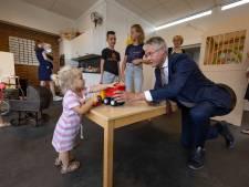 Minister Arie Slob opent nieuwe kindcentra in Genemuiden: 'Ook hier werken steeds meer moeders'