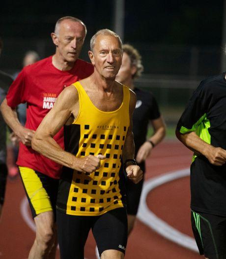 Statina-atleet Van Verseveld scheurde een achillespees en brak zijn knieschijf, maar loopt op zijn 75ste nog een NK