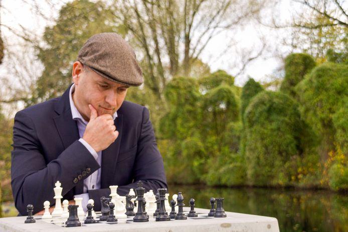 Jesús Medina Molina (52), initiatiefnemer van Urban Chess.