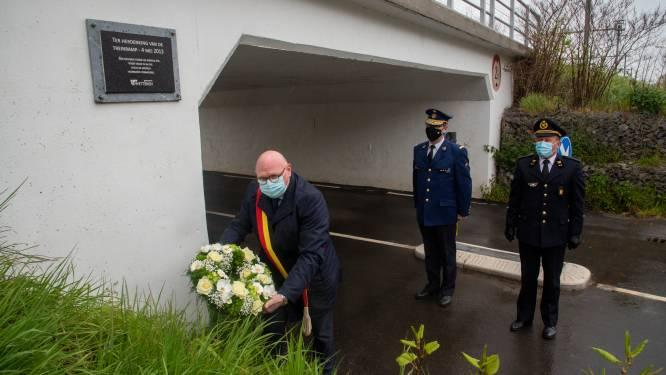 Treinramp Wetteren herdacht met sobere bloemenkrans. Na acht jaar is het enkel nog wachten op de afhandeling van de burgerlijke rechtszaken.