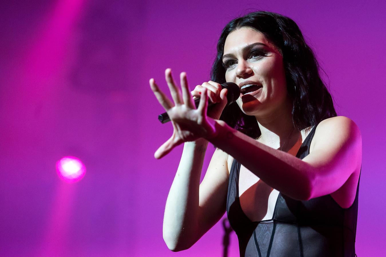 Jessie J en Channing Tatum hebben voor de zoveelste keer een punt achter hun relatie gezet. De zangeres zegt op Instagram dat ze single is.