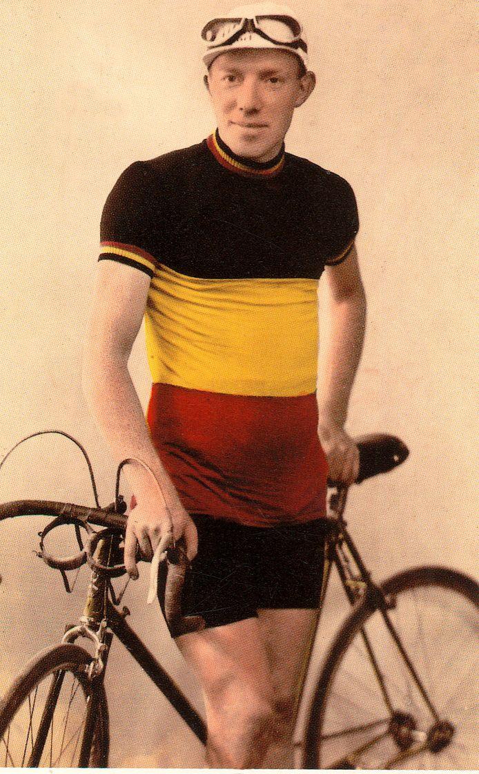 """André Defoort: """"Het was een héél goeie renner, maar tot nu toe bestond er geen enkel boek over zijn leven"""", zegt Vercruysse."""