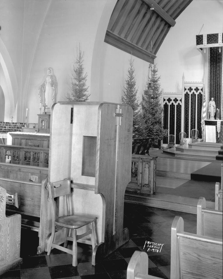 Biechtstoel in een Amerikaanse kerk, 1942. Beeld Getty Images