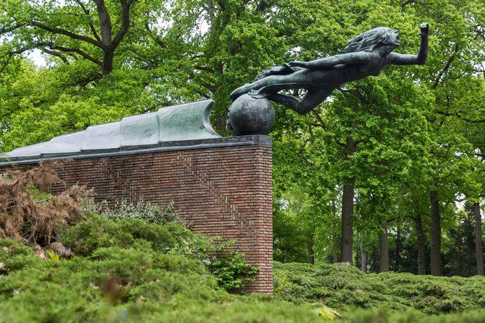 Het monument is van Termote en Roosenburg.