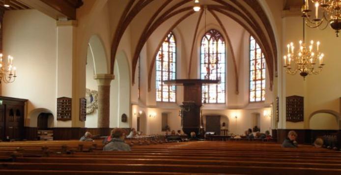 De kerkvloer van de Grote Kerk in Scherpenzeel verzakt en moet gerenoveerd worden.