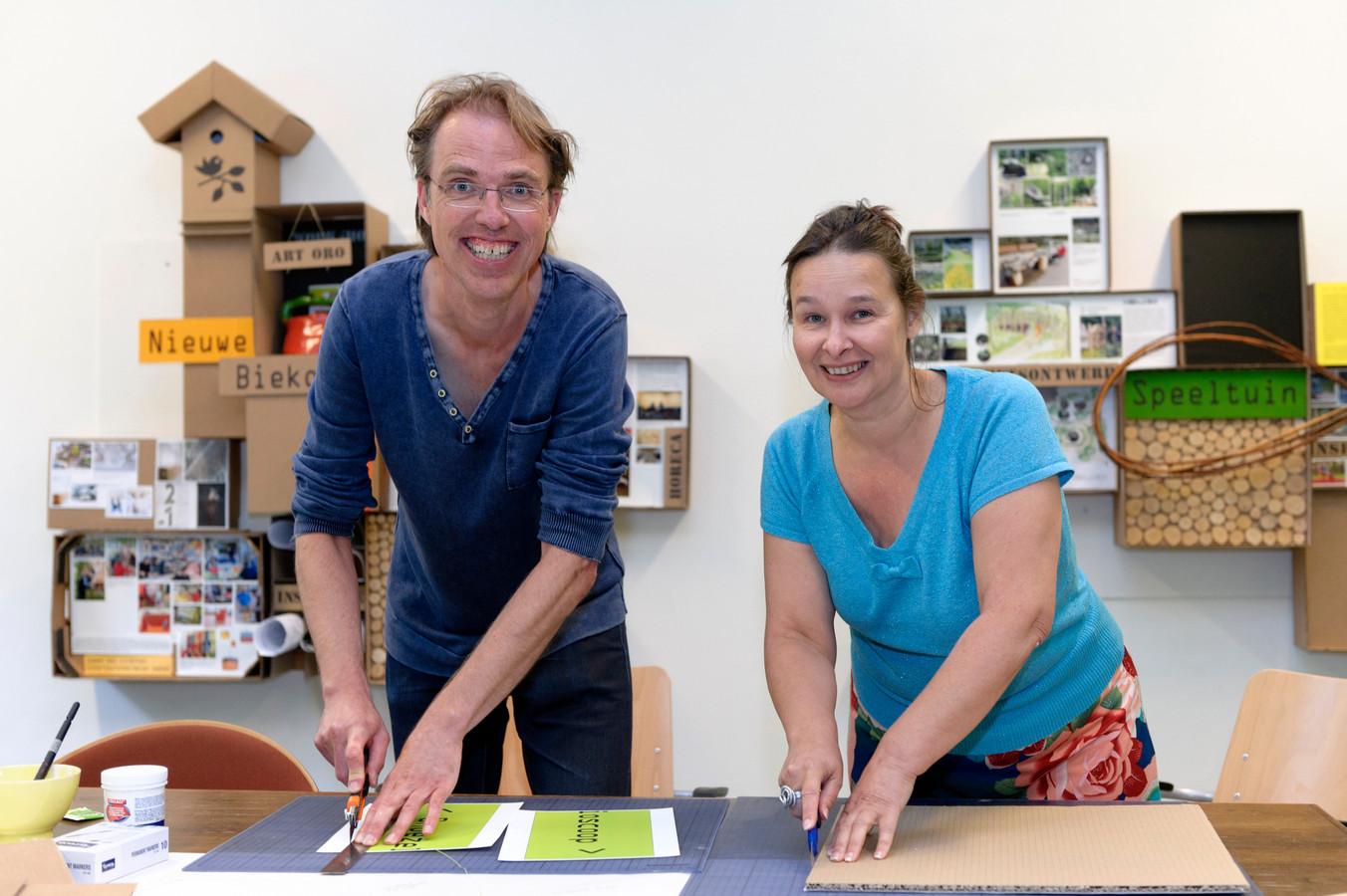 Het kunstenaarduo Sjaak Langenberg en Rosé de Beer maakt werk van hergebruikte materialen.
