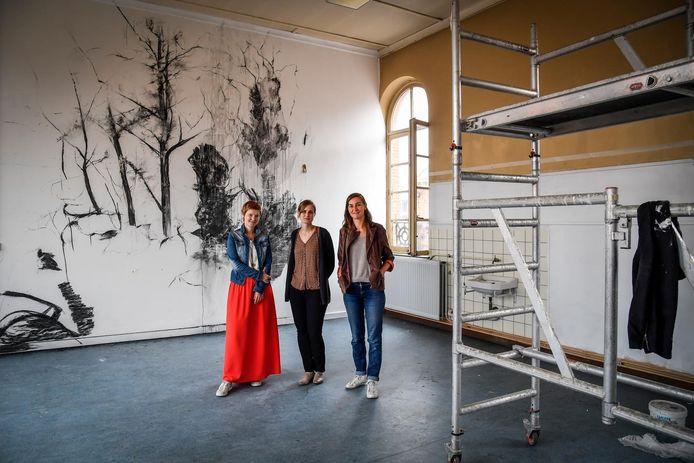 V.l.n.r.: Schepen Lien Verwaeren, Carolien Van Hecke en Aurelie Daems.