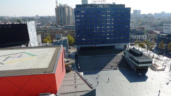Het Mercure Hotel gezien vanuit het stadhuis in Den Haag.