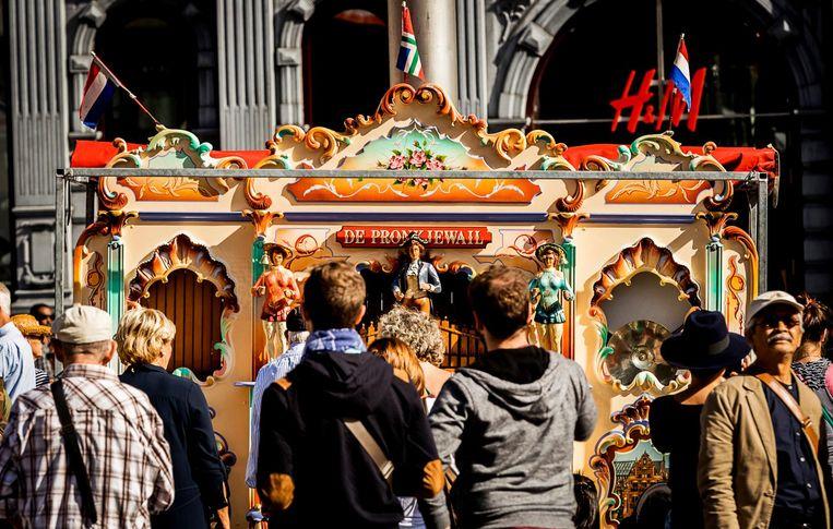 2016-09-10 11:23:15 AMSTERDAM - Draaiorgels op de Dam tijdens het Draaiorgelfestival. Het festival wordt sinds 2004 jaarlijks op en rondom de Dam gehouden. ANP REMKO DE WAAL Beeld anp