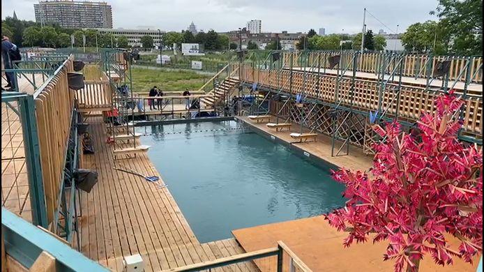 Flow, la piscine publique en plein air au canal à Anderlecht.