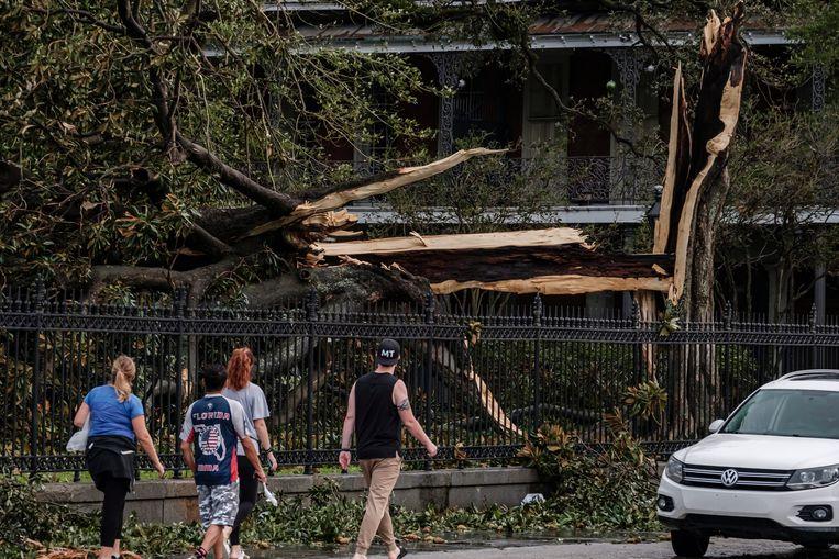 De schade in New Orleans door orkaan Ida is groot. Maar een catastrofale overstroming zoals na Katrina in 2005 bleef uit. Beeld EPA