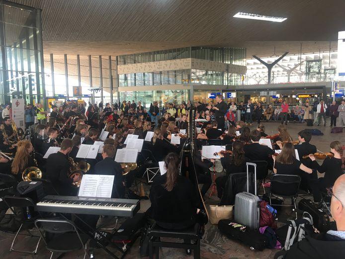 Happy Birthday voor station Rotterdam met een concert van het Euregio Jeugdorkest.