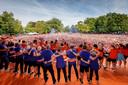 2017: De Nederlandse Oranjevrouwen worden gehuldigd op het podium in park Lepelenburg, daags nadat zij het Europees kampioenschap wonnen met een overwinning op Denemarken.