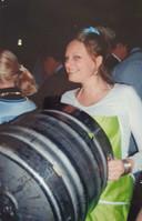 Eind 2006, sjouwen met lege fusten bier tijdens de wekelijkse borrel, in verkleedoutfit.