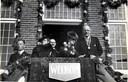 Burgemeester Kempenaars (rechts) en zijn vrouw werden in 1946 feestelijk ingehaald in Engelen.