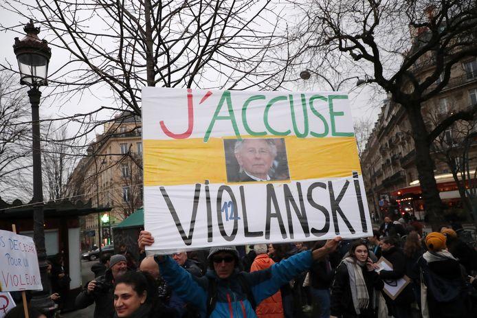 Protesten tegen Polanski voorafgaand aan de uitreiking van de Césars in Parijs