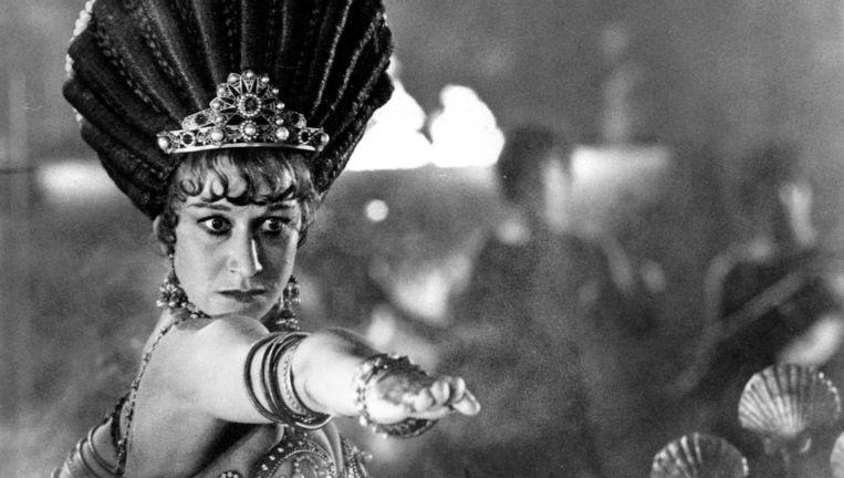 Helen Mirren in het erotisch-historische drama Caligula, als diens courtisane Caesonia. Beeld