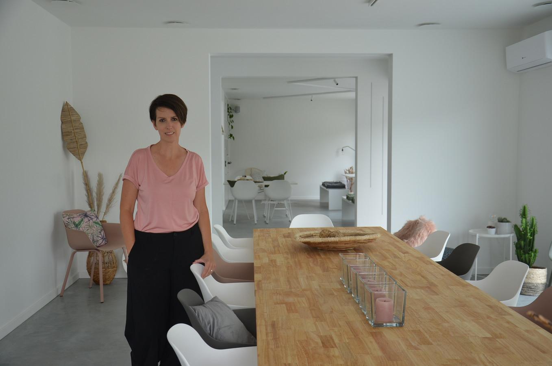 Ine De Schryver heeft het huis van haar grootmoeder in Haaltert omgevormd tot vergader- en feestlocatie 'Voizine'.