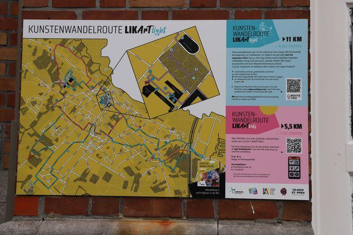 De wandelroute hangt op aan de lokalen van de gemeentelijke academie.