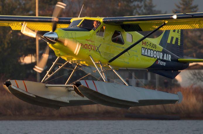 Het eerste commerciële elektrische vliegtuig van Harbour Air tijdens zijn 'maiden flight'.