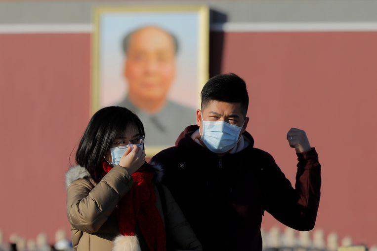 Inwoners van Peking dragen uit voorzorg maskers.  Beeld EPA