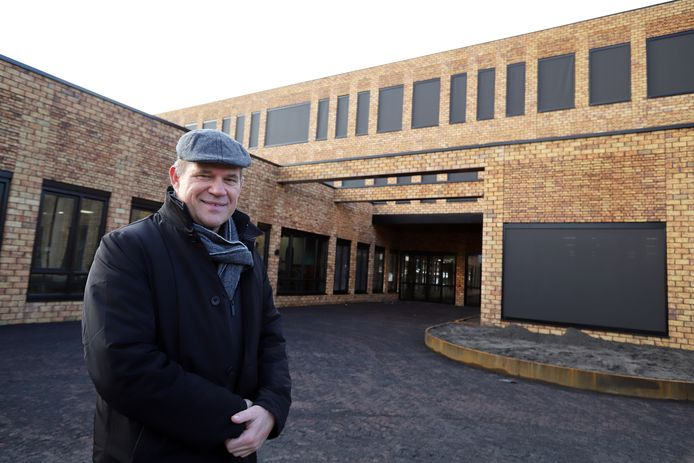 """Na de kerstvakantie volgen de leerlingen de eerste praktijklessen in de Beroepscampus in Sommelsdijk. ,,Vanaf dit jaar zijn er acht profielen"""", zegt Rector Arie Cové van RGO."""