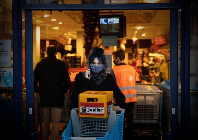 De mondkapjesplicht in supermarkten wordt volgens het CBL goed opgevolgd.