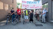"""PvdA organiseert fietstochtje langs villa's: """"Laat de rijken vijf procent coronataks betalen"""""""