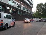 Politie valt woning Hengelo binnen