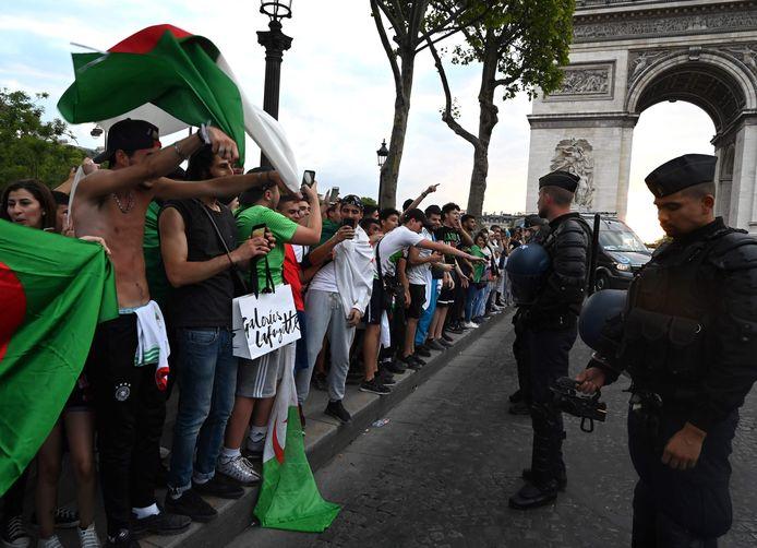 Célébrations sur les Champs-Élysées après la victoire