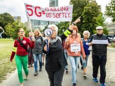 Honderden betogers tegen 5G verzamelen zich in Den Haag: 'Wij zijn geen proefdieren'