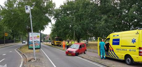 Auto ramt flitspaal in Enschede