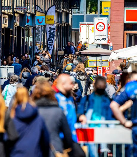 Drukte in de stad na heropenen terrassen, winkels en non-foodkramen: '1,5 meter afstand houden, kon nog'